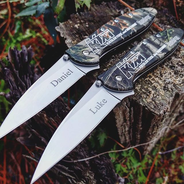 Kershaw Leek Realtree Camo Stonewash 1660CA. Company logo engraved on the handle with personalized engraving on the Stonewash finished blade. Perfect gift for the employees this time of the month! #kershaw #leek #realtree #camo #1660CA