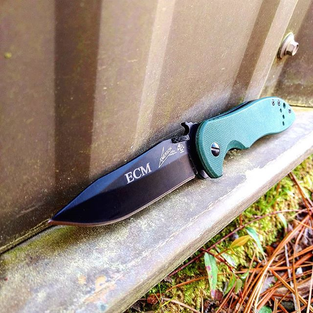 Kershaw Emerson Design knife 60740BLK. Olive G-10 handle and dark black blade is a great design made by Emerson. Get yours personally engraved today at kershaw-knives.net ! #kershaw #emerson #olive #green #personalized #engraving #60740BLK