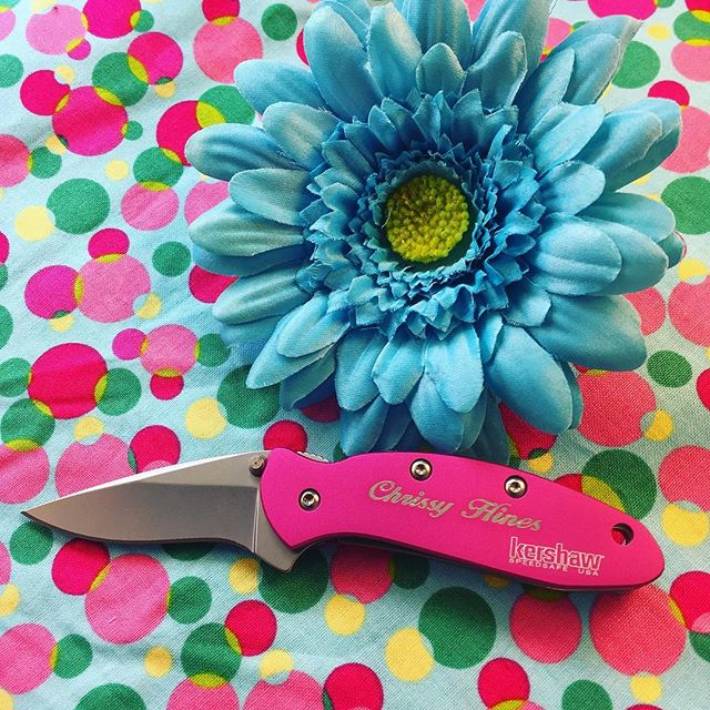 Kershaw Scallion 1620PINK. Mother's Day is just around the corner! Treat you mom to a Kershaw Scallion with personalized engraving! #kershaw #scallion #perfect #mothers #day #gift #1620PINK